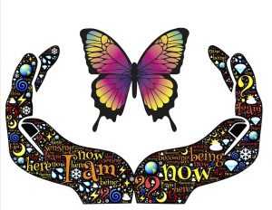 dankbaarzijn en dankbaarheid voelen, gesymboliseerd door twee opengevouwen handen met een vlinder er vlak boven