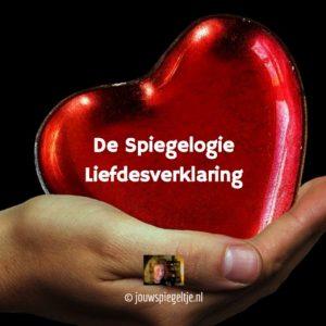 De Spiegelogie Liefdesverklaring: een hand draagt een ballon hart