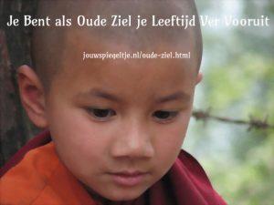 Iemand met een oude ziel is zijn leeftijd ver vooruit, zoals deze baby die al boeddhistisch monnik is, hij straalt een eeuwenoude wijsheid uit