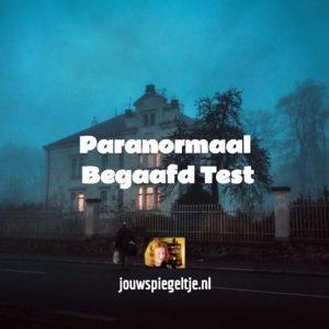 Doe de gratis paranormaal begaafd test, op de afbeelding zie je een spookachtig huis in de avond, zouden er geesten zijn in dit huis?