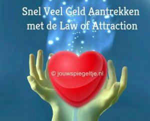 Eerste hulp bij schulden: snel veel geld aantrekken met de Law of Attraction... Twee handen houden een hart vast, met erboven een energie vortex