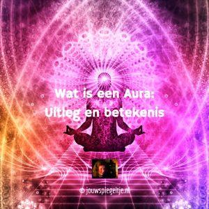 Wat is een aura: op de afbeelding een persoon in de lotushouding met diverse lagen van zijn/haar persoonlijke auraveld