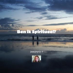 Foto van 2 mensen bij de zee bij artikel: Ben ik spiritueel? Twijfel jij hieraan? Klik dan hier! | Jouw Spiegeltje